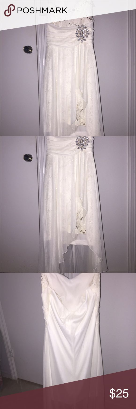 GORGEOUS white dress Child's dress, maybe can even fit petite teen (small). Perfect for a wedding or any special occasion, gorgeous, gorgeous, gorgeous! NOT DAVIDS BRIDAL, JUST FOR EXPOSURE David's Bridal Dresses