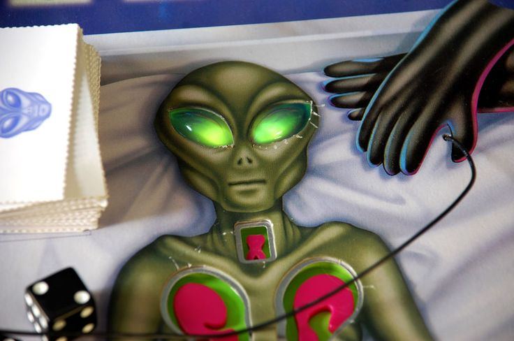 Alien Autopsy Game Complete Working Light up Scary Scream 1997  Operation Game #DaMert