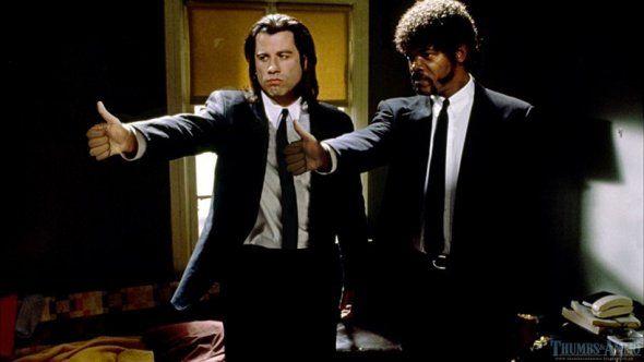"""Pulgares arriba en lugar de armas!  """"Thumbs & Ammo ' es blog donde escenas de películas famosas son editadas: en donde los personajes en lugar de levantar un arma levantan los pulgares."""