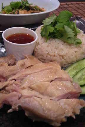 材料はぜんぶ炊飯器にポン☆超簡単な海南鶏飯シンガポールチキンライス