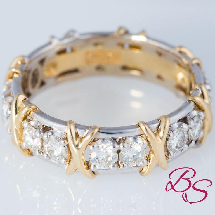 Сногсшибающее обручальное кольцо из белого золота в дизайне от Тиффани искусственными бриллиантами на 0.3 карата.