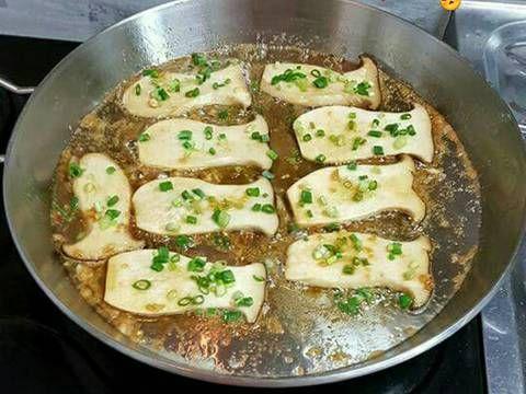 Cách làm món Nấm Đùi Gà Nướng Bơ 새송이 버섯구이 ngon tuyệt của nhà mình ;) Ăn miếng nấm mà tưởng đâu là đang ăn thịt cơ đấy 😅😅, thịt nấm rất giòn, mùi vị thơm ngon.Hai bé nhà mình cũng thích mê luôn,các mẹ hãy nấu cho gia đình cùng thưởng thức nhé.