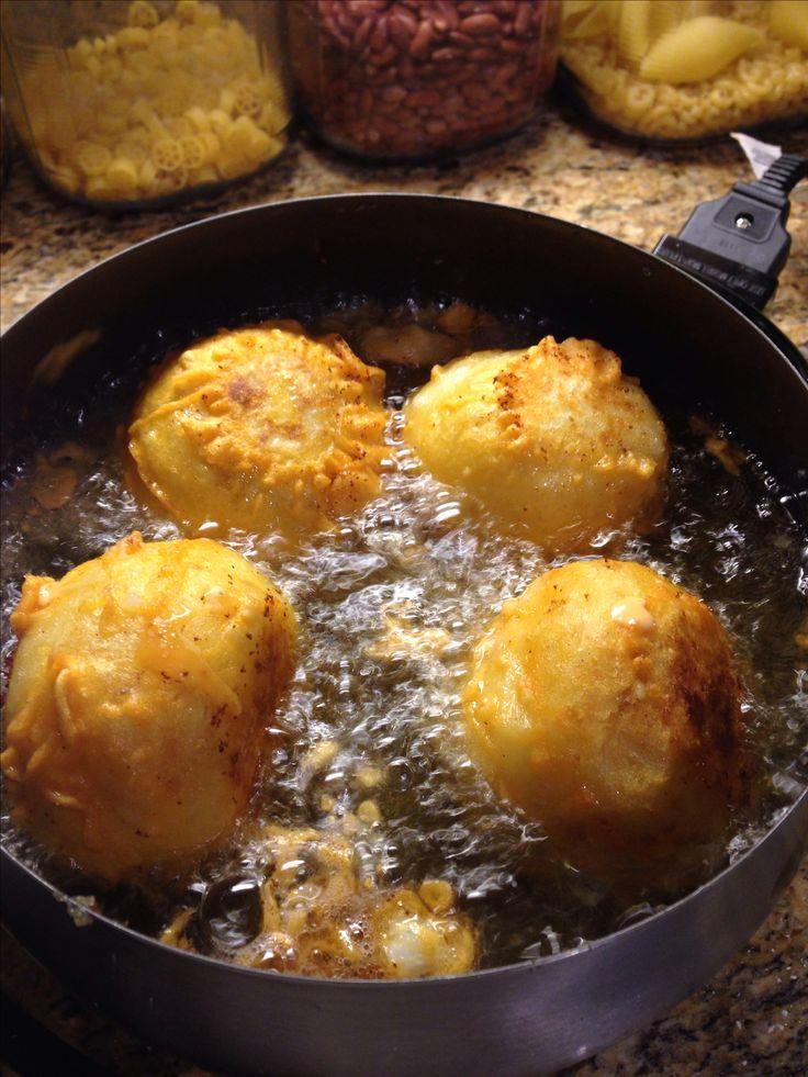 Puerto Rican food, Rellenos de papa, stuffed potatoe balls recipe https://youtu.be/x_K0hyvUE7s