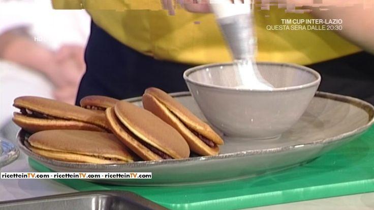 """La ricetta dei dorayaki (pancakes giapponesi ripieni) di Hiro Shoda del 31 gennaio 2017, a """"La prova del cuoco""""."""