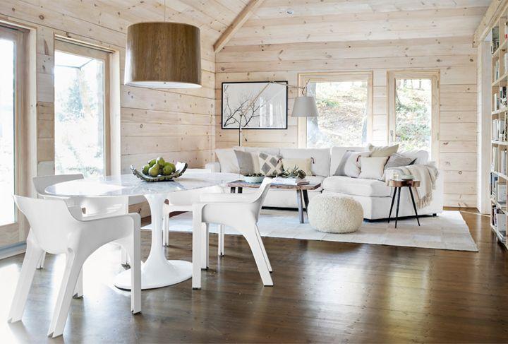 Traditional cabin with modern touch. [from country living via 79 ideas. photo by john gruen]