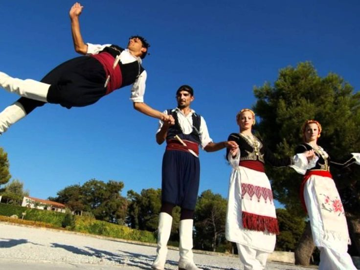 The Pentozali or Pentozalis is the traditional dance of the island of #Crete Photo on www.chaniapost.eu
