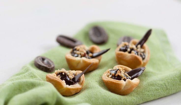 Tartellette con cioccolato e nocciole