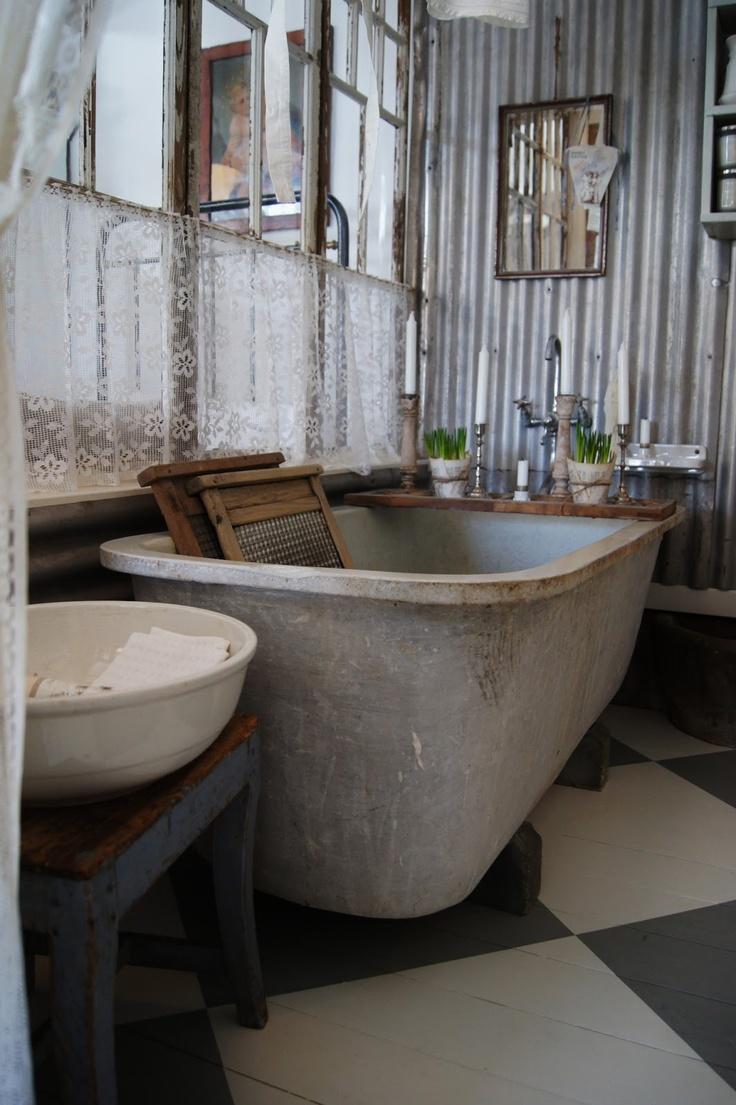 Scandinavian Period / Vintage Bath Scene Tub Sink Antique - Lantliv i Norregård: Öppet idag 12-16...:))