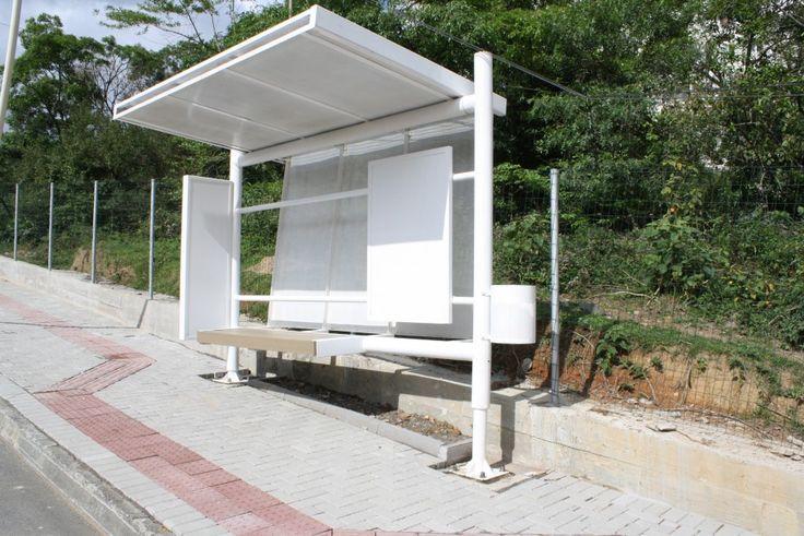 Novo modelo de abrigo ônibus é instalado na rua Bernardo Reiter - Prefeitura de Blumenau