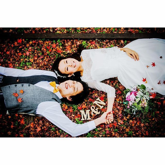 Instagram media pureartis - 紅葉に寝転がってみました。 背中冷たかったけど可愛い笑顔◎ #結婚式 #前撮り #ガーランド #フォトプロップス #ブーケ #ロケーションフォト #wedding #pureartis #ピュアアーティス #花嫁 #花冠 #プレ花嫁 #結婚準備 #ウエディングドレス #verawang #thetreatdressing #ウエディング #ウエディングフォト #子供写真 #七五三 #マタニティフォト #フォトブース #スナップ #ポートレート #ゼクシィ