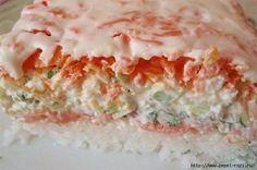 """Салат """"СУШИ"""" Ингредиенты:  Слабосолёная красная рыба (её можно купить, а можно засолить дома в соевом соусе) - 300 гр.,  рис — 300 гр.,  свежие огурцы — 2 шт.,  большая морковь — 1 шт.,  яйца — 4 шт.,  большая фиолетовая луковица,  пучок зелёного лука,  пучок укропа,  васаби (Васаби, который также известен, как «японский хрен» или «зеленая горчица»"""