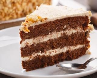 Gâteau léger à la crème de marrons, glaçage au fromage blanc 0% et amandes hachées
