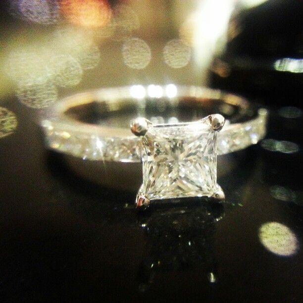 Square diamond ring. @veluce #Engagement #Ring #diamond #반지 #웨딩링 #결혼반지