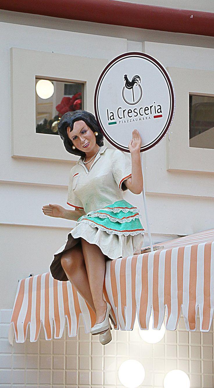 La Cresceria, 2016 - chiara marchionni  #paper mache #casalinga anni '50 #carta pesta #manichino #insegna insolita #cartello