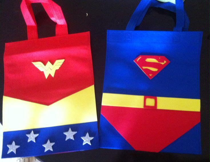 Canastitas de Superman y Mujer Maravilla