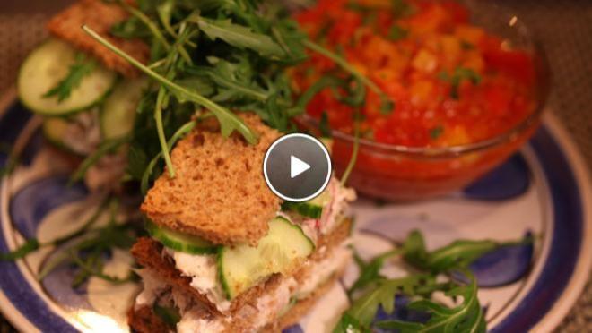 Sandwich van makreel met tomatensalsa - recept | 24Kitchen