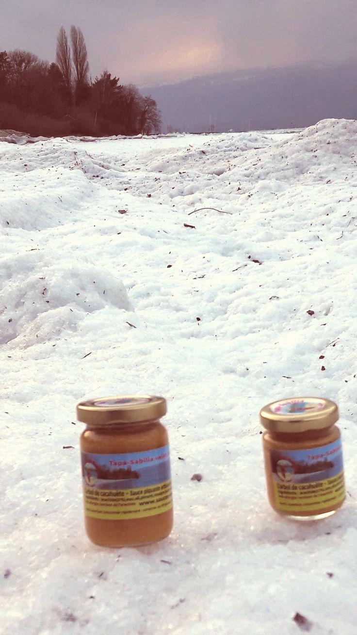 #Yvonand nos #hotsauces 🇨🇭🇲🇽🌶🥜 sur notre plage transformée  en #banquise 🏖❄🏖❄ www.sauces-swiss-mex.ch