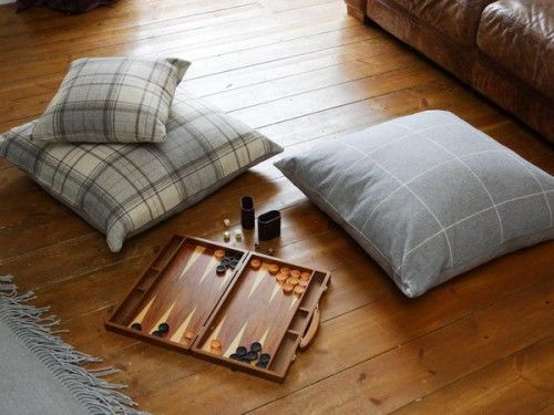 Thanks to floor pillows you can always play board games in different places.