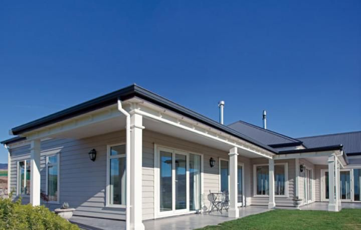 A fine line in weatherboard design jenkin timber ltd for Modern weatherboard home designs