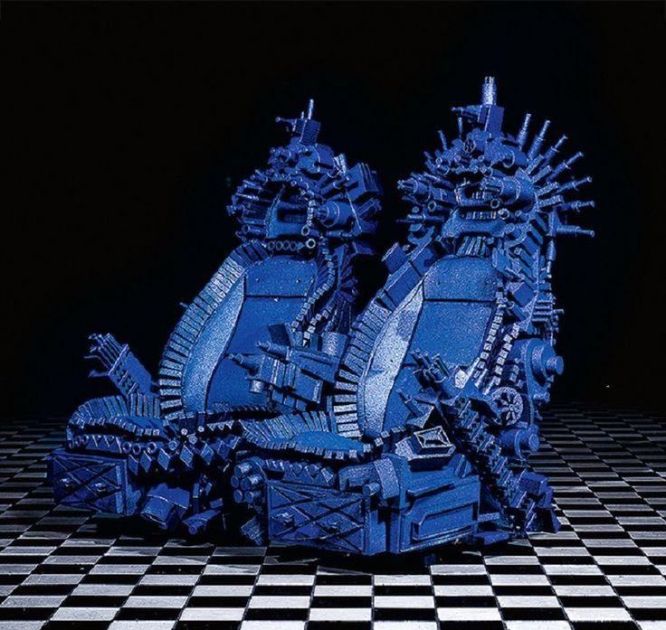 """Вам тоже эти кресла напоминают железный трон из """"Игры престолов""""? Очень экстравагантное дизайнерское решение. http://faqindecor.com/ru/news/hhh-ekstravagantnye-kresla-ot-dizajnera-nika-pullesa/"""