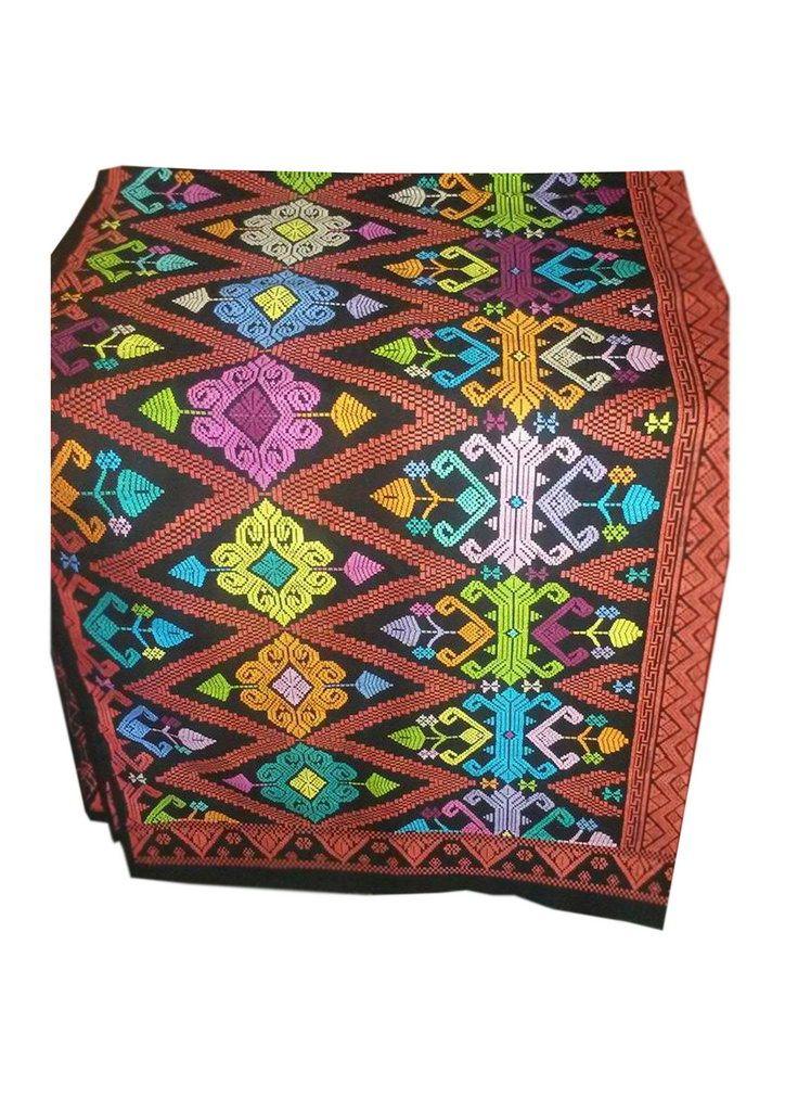 Songket Khas Kerajinan Bali Songket berbahankatun dan metris. Biasanya kain songket digunakan padaacara formal dan adat. Keunikan dari songket ini memiliki motif Bunga tempo dulu denganwarna yang menarik. Lama pengerjaan satu kain tenun songket berkisar dari satu setenggah bulan sampai tiga bulan. Tergantung kerumitan motif dan model warna yang dipakai. Untuk penggiriman kami menggunakan jasa […]