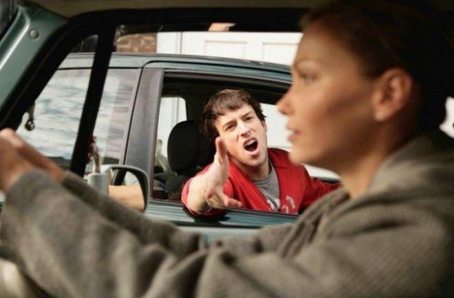 Почему среди мужчин сложилось такое мнение, что «баба за рулем к беде?»Да, есть огромное количество женщин, которые умеют водить намного лучше мужчин. И от резких столкновений способны вывернуться с такой легкостью, что мужикам это не под силу.Знать теорию и не имея практики и наоборот, не дает повода садиться за руль и творить на дорогах бог знает что. Если брать мужчину и женщину в соотношении с риском и алкоголем, то, заметьте, женщина никогда не поведет машину. Не будет гнать на…