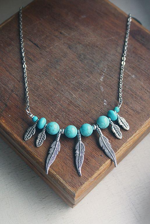 Halsband med fjädrar och turkosa stenar | Foxboheme