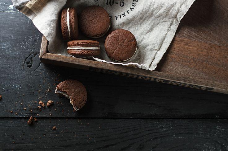 У меня хорошая новость, теперь легендарное американское печенье ОRЕО можно приготовить дома. Точнее нет, не правильно написала, нужно приготовить дома, потому как концентрацию шоколада вы контролируете сами, равно как и начинку.