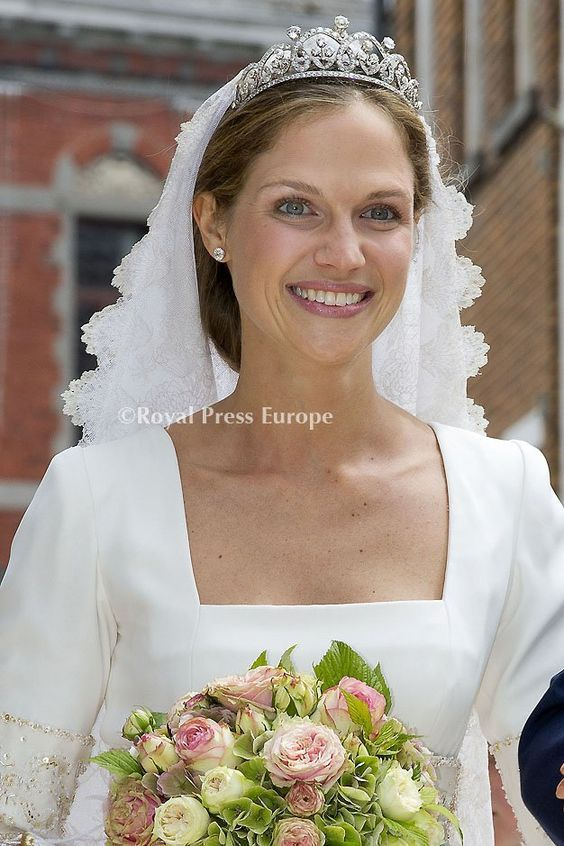 Princess Alix de Ligne (born 3 July 1984), married on 18 June 2016 Count Guillaume de Dampierre (born 1985, third cousin twice-removed of Emanuelle de Dampierre, Duchess of Segovia, through shared descent from Aymar, Marquis de Dampierre 1787-1845).