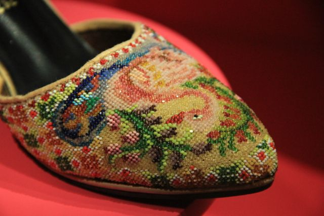 Peranakan beaded slipper - worn by the Straits Chinese who lived in Singapore and Penang #Peranakan #beadedslipper #vintageshoe #straitschinese #Singapore