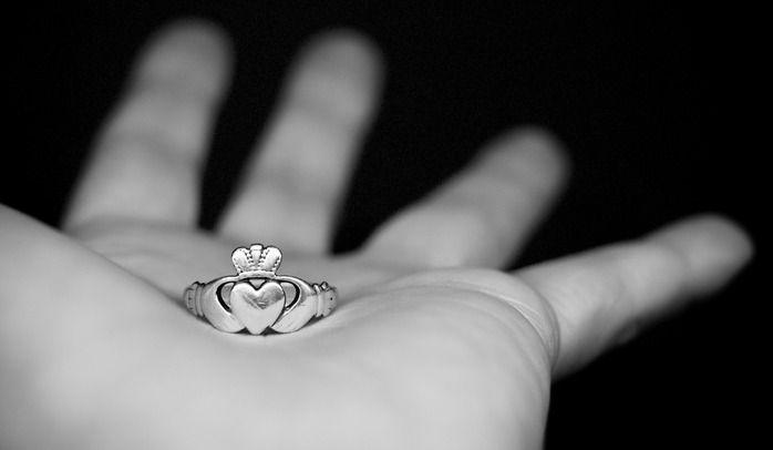 Кольцо Кладдах – ирландский символ верности   Женский Рай