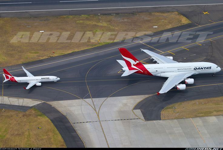 Boeing 737-800 and an Airbus A380. Amazing size comparison. for and extra $20 AUS you can fly to Sydney in the 5 economy rows upstairs! and if you are really, really lucky, you will get one  to yourself all the way. way to go!