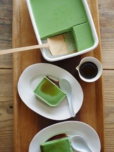 Tofu mousse Cotton tofu350 gprocessed soy milk150 ccTemasu sugar50 gMatcha15 ggelatin5 gwater2 tablespoonsBlack honeyAs appropriateKinako flourAs you like