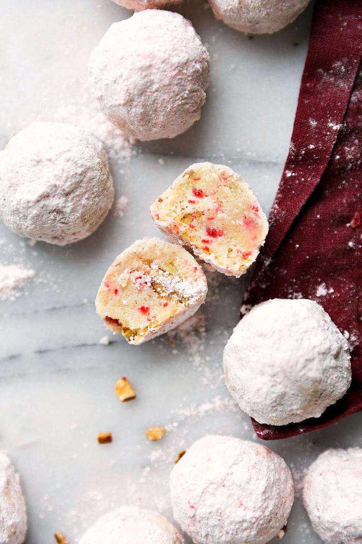 PEPPERMINT PECAN SNOWBALL COOKIES: Easy to make snowball cookies with crushed peppermint and pecans. A Christmas classic the entire family will love!