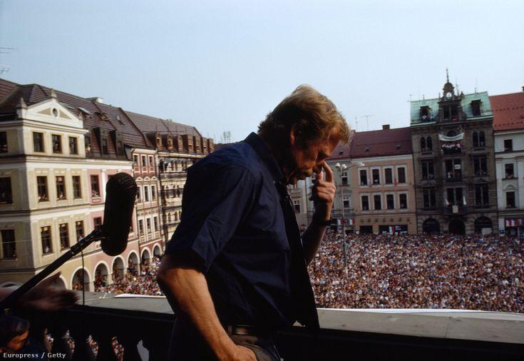 Vaclav Havel  ( 1936 - 2011)