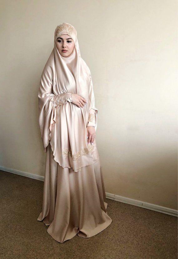 Elegante Beige Muslimischen Anzug Seide Golden Jilbab