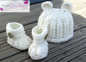 Free crochet pattern for baby hat booties set. Gender neutral so it'll work for a boy or a girl and if it is a surprise!