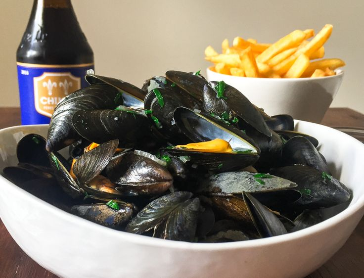 Traditional Moules Marinières: Mussels In Wine Sauce