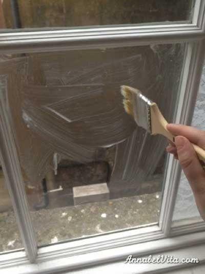 DIY. Tapar y decorar las ventanas con tela de encaje.   Mil Ideas de Decoración