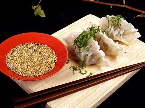 Tommys dumplings, asiatiska degknyten fyllda med fläskfärs. I detta recept används färdig wontondeg som du kan köpa fryst.