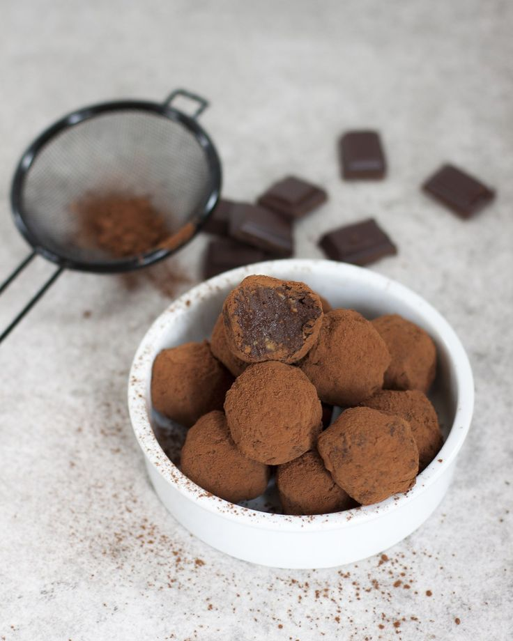 Avocado-chocolade truffels - Vicky van Dijk