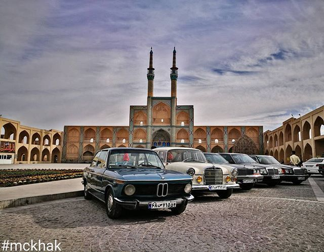 All classic 👌 . . 🌍Yazd - #Iran 🇮🇷 . . 📸Huawei P9 ______________________ #MustSeeIran #LiveFree #magnificent #history #culture #architecture #historical #LiveYourDream #civilization #roadtrip #mercedes #bmw #adventure #classiccars #beautiful #landscape #reflex #sky #cultural #iranemoon #yazd #classic #car #wishyouwerehere #huaweip9 #یزد #امیرچخماق #mckhak