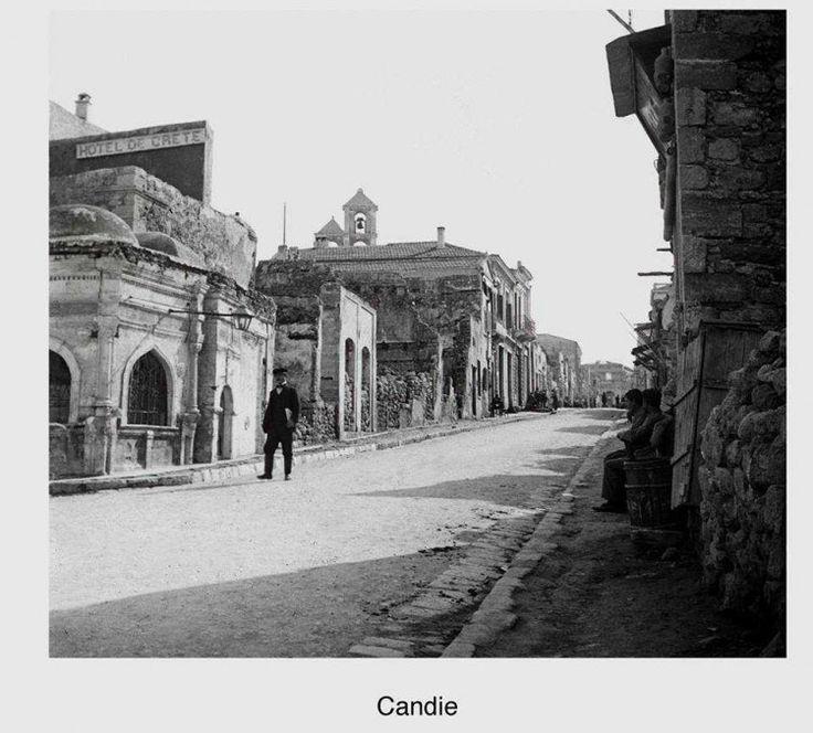 Ηράκλειο. Η οδός Πλάνης όπως ήταν τότε (25ης Αυγούστου σήμερα). 1900 περίπου. Φωτογραφικό Αρχείο του συνταγματάρχη Émile Honoré Destelle. Δημοσίευση Ελένης Σημαντήρη.