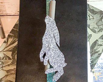Hare, Pen Loop, Gift for Her, Gift for Mum, Bookmark, A5 Daily Planner, Glitter Pen Loop, Moon Gazing Hare, Christmas Gift, Stocking Filler, #hare,#giftforfriend, #giftforher, #stationerylover, #planneraddict, #plannerband, #stockingfiller