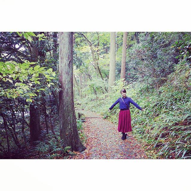 【pola.817】さんのInstagramをピンしています。 《#石川#森#の中#熊さんに#出会った #服#ファッション#ツートーン #ロングスカート#シャツ #写真好きな人と繋がりたい  #おしゃれさんと繋がりたい  今日は朝から雪が降ってました #雪 降るってことは寒いんだろうけど テンションあがるから 全然寒くないよね  最近いろいろと悩んでたけど だんなさんに助けられた たくさんありがとう。  #旦那さん#夫婦#仲良し#こよし #日々#感謝#ありがとう》