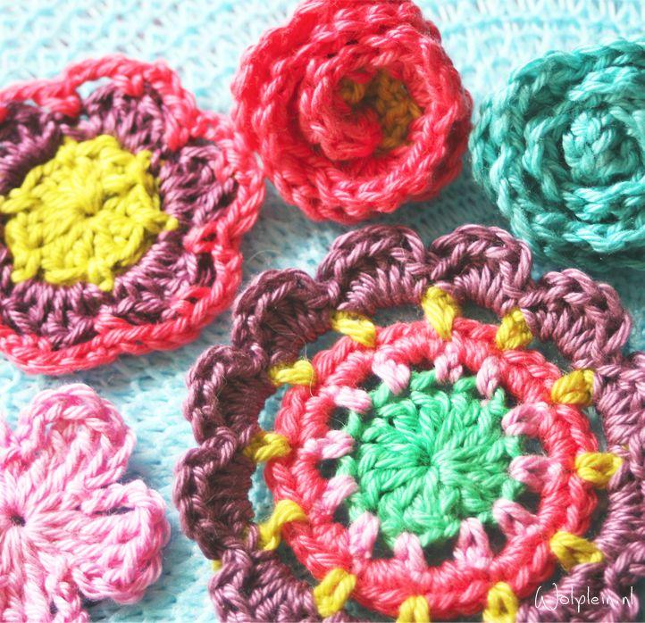Wil je leuke bloemen haken? Bekijk deze blog met gave haakpatronen voor verschillende fleurige bloemetjes. Haak aan en vrolijk je hele huis op!