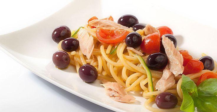Ricetta Spaghetti con tonno, pachino e olive nere Itrana - Ricette con le Olive