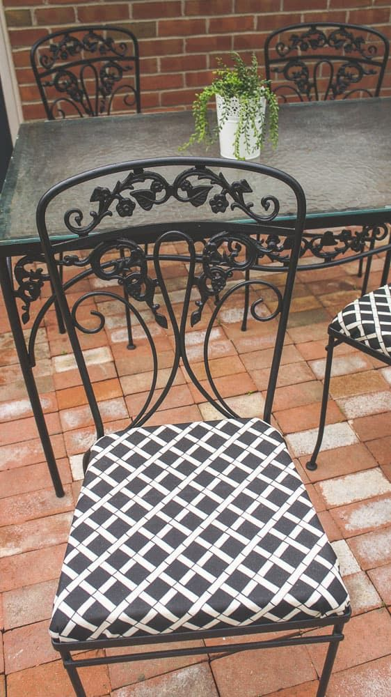 Learn How To Paint Wrought Iron Furniture The Easy Way Updating Vintage Patio Is So With Proper Prep And Tools