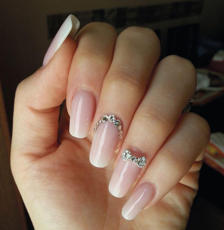 Effetto #babyboomer, #french molto sfumato per un #wedding #nail #style all'insegna dell'eleganza. Realizzato con #gel nude e latte da Chiara Amendola, Master Brillbird #nailart #manicure #unghie #polish #summer