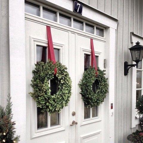 Outdoor Christmas Wreaths
